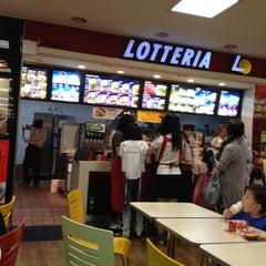 Photo taken at 롯데리아 (Lotteria) by Patrick K. on 6/2/2012