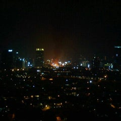 Photo taken at 8 PUB & LOUNGE (Sky Lounge 33rd Floor) by Vivi A. on 9/9/2012
