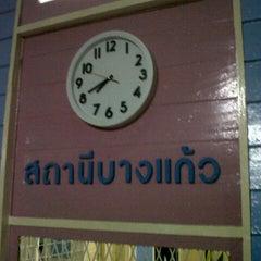 Photo taken at สถานีรถไฟบางแก้ว (Bang Kaeo) SRT4331 by JOKENINE® on 7/16/2012