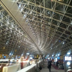 Photo taken at Aéroport Paris-Charles de Gaulle (CDG) by Jan-Paul P. on 10/26/2011