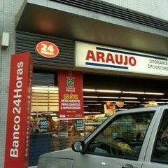 Photo taken at Drogaria Araujo by Guilherme J. on 1/13/2012