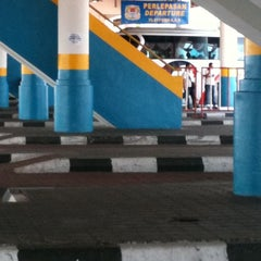 Photo taken at Sungai Nibong Express Bus Terminal by Rhemi izwan M. on 4/23/2011