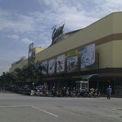 Photo taken at Kulim Landmark Central by Jay J. on 11/4/2011