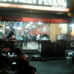 Photo taken at Restoran Pinang by Merida A. on 8/26/2011