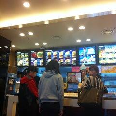Photo taken at 롯데리아 (Lotteria) by Jiyong a. on 5/12/2012