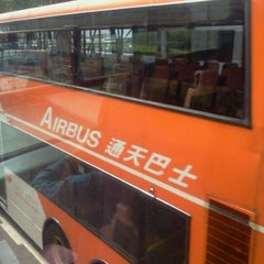 Photo taken at Airport Bus Terminus (Ground Transportation Centre)  機場巴士總站 (地面運輸中心) by Thai M. on 11/11/2011