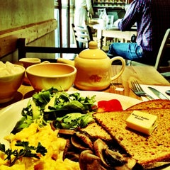 Photo taken at Le Pain Quotidien by Sumi Y. on 3/24/2012