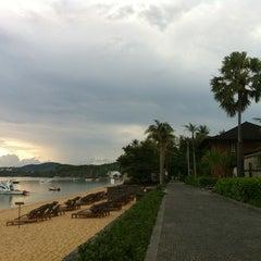 Photo taken at Hansar Samui Resort & Spa by Puvadol L. on 4/15/2012