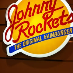 Photo taken at Johnny Rockets by Lee C. on 11/17/2011