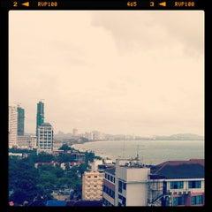 Photo taken at V8 Seaview Jomtien by PONGpong J. on 5/5/2012