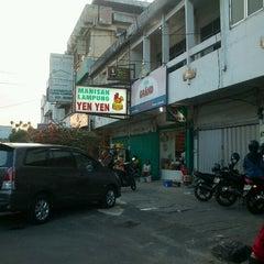 Photo taken at Manisan Lampung Yen Yen by Yohanes B. on 8/9/2012