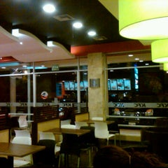 Photo taken at KFC by Nataly T. on 10/29/2011