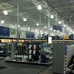 Photo taken at Best Buy by Adan H. on 11/13/2011