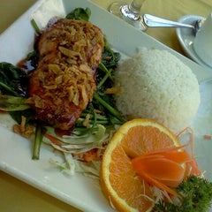 Photo taken at Amarin Thai Cuisine by Long on 6/8/2012