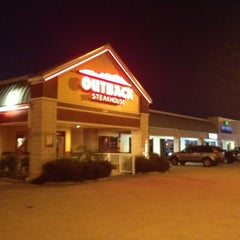 Photo taken at Outback Steakhouse by $ŦEPҤλ₦łE V. on 3/29/2012