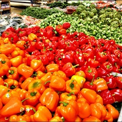Photo taken at Sprouts Farmers Market by Isabella K. on 4/30/2012