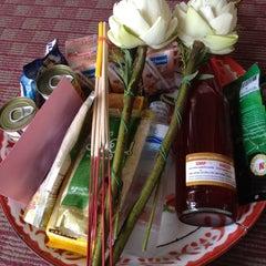 Photo taken at วัดเทพลีลา พระอารามหลวง (Wat Thep Leela) by Whazzup May on 6/23/2012
