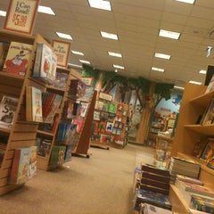 Photo taken at Barnes & Noble by Josie G. on 3/24/2012