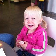 Photo taken at Menchie's Frozen Yogurt by Dan F. on 5/8/2011