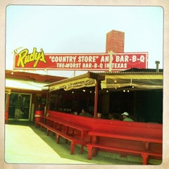 Photo taken at Rudy's Country Store & Bar-B-Q by Ellen a. on 5/28/2011