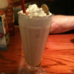 Photo taken at Red Robin Gourmet Burgers by Nicole S. on 11/18/2011