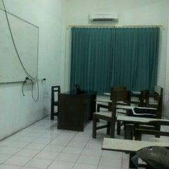 Photo taken at Sekolah Tinggi Teknik Harapan ( STTH ) by Abenk S. on 4/16/2012