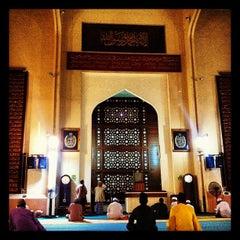 Photo taken at Masjid Saidina Abu Bakar As-Siddiq (مسجد سيدنا ابو بكر الصديق) by Redza I. on 7/20/2012