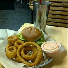 Photo taken at Jake's Wayback Burgers by Joe B. on 11/28/2011