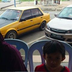 Photo taken at Restoran Anjung Seri by Samsul N. on 12/25/2011