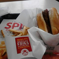 Photo taken at Wendy's by Shamar W. on 4/21/2012
