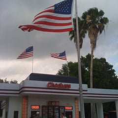 Photo taken at Checkers by Denisse A. on 5/7/2011