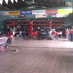 Photo taken at S&L Trading Kedai Tayar Perindustrian Lambak by Yuri L. on 6/15/2011