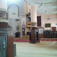 Photo taken at Masjid Al-Khasyi'in by yusof on 1/10/2012