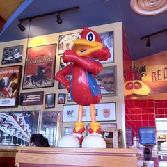 Photo taken at Red Robin Gourmet Burgers by Gillian R. on 4/18/2011