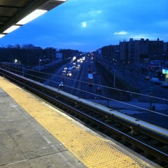 Photo taken at MTA Subway - Parkchester (6) by Eddie on 2/2/2012