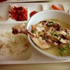 Photo taken at 성신여자대학교 제1학생식당 by Tae-jin K. on 8/7/2012