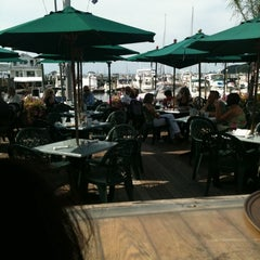 Photo taken at Wave Seafood Kitchen by Birsin S. on 8/13/2011