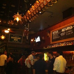 Photo taken at Flying Saucer Draught Emporium by Equipo MxFrida S. on 7/19/2011