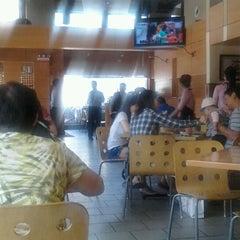 Photo taken at Sunway Restaurant by 立賢 郭. on 6/11/2012