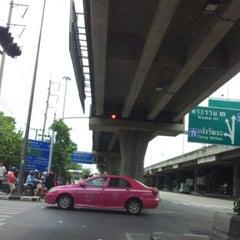Photo taken at ทางด่วนสาธุประดิษฐ์ by การย์ศิริ ท. on 8/30/2012