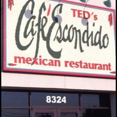Photo taken at Ted's Cafe Escondido - OKC S. Western by Joel R. on 12/23/2010