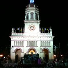 Photo taken at Santa Cruz Church (วัดซางตาครู้ส) by เจ้าชายออนไลน์ @. on 12/24/2011