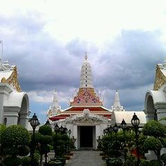 Photo taken at วัดพิชยญาติการาม (วัดพิชัยญาติ) Wat Phichaiyatikaram by Thaagoon A. on 8/21/2011