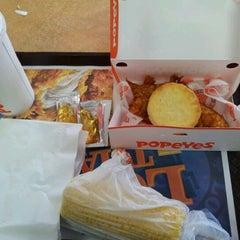 Photo taken at Popeye's Chicken & Biscuits by Shamika G. on 5/22/2012