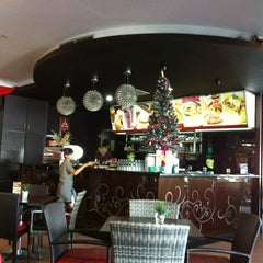 Photo taken at Black Canyon Coffee by Larry T. on 12/31/2011