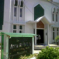 Photo taken at Masjid Asra Albakrie by Alfit A. on 9/4/2011