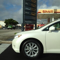 Photo taken at Shell by Gustavo R. on 12/9/2011