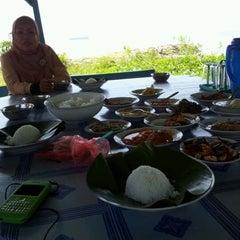 Photo taken at Picalang Seafood & Resto by Puti M. on 12/30/2011