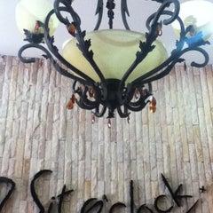 Photo taken at Sit O'clock by Kritsanucha® W. on 4/14/2012