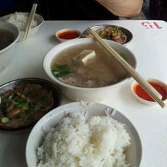 Photo taken at Cheng Mun Chee Kee Pig Organ Soup 正文志记 by Bruce T. on 9/8/2011